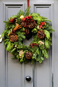 iStock 119731456 200x300 - 5 Holiday Decorating Tips for the Travel Nurse